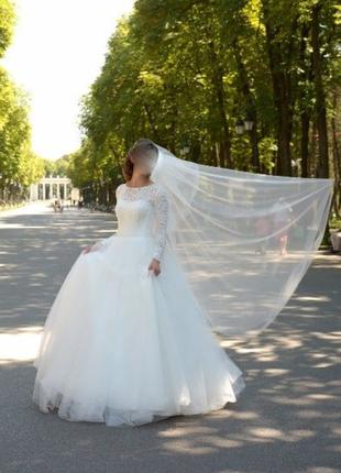 Свадебное платье белое в пол пышное кружево