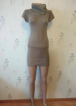 Теплое вязанное платье туника с коротким рукавом под гольф selected femme