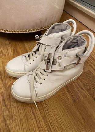 Кроссовки кожаные италия
