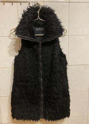 Классная меховая жилетка zara