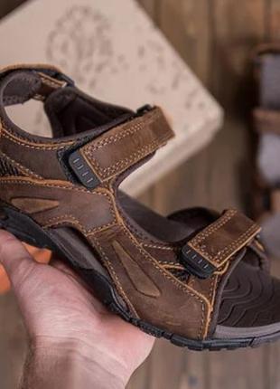 Кожаные сандалии на липучках