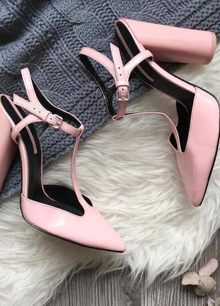 Нежно-розовые туфельки zara