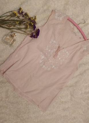 Ніжна блуза вишита білими нитками  opus size m/l