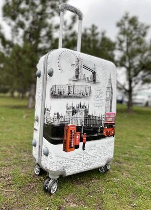 Пластиковый чемодан дорожный на 4х колесах ударопрочный