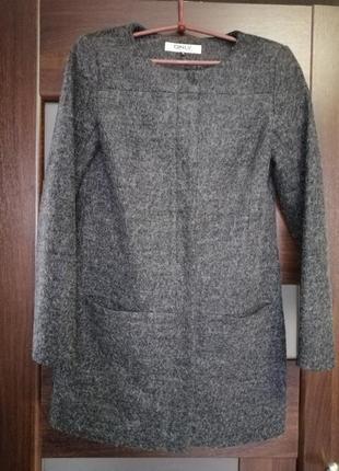 Шерстяное пальто.