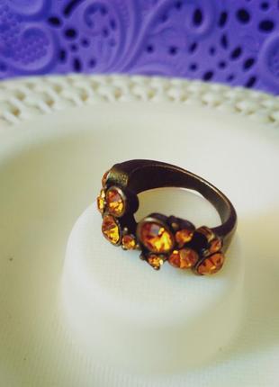 Медное кольцо с желтыми камнями