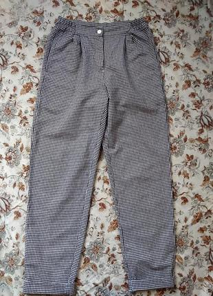 Актуальные широкие штаны в гусиную лапку
