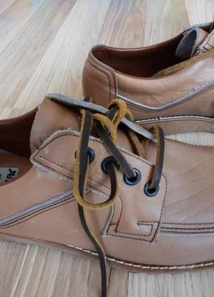 Модные мужские туфли типа мартенсов