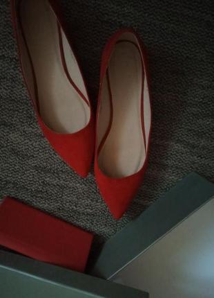 Балетки / туфли красные острый носочек
