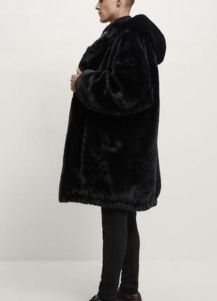Пальто из искусственного меха с капюшоном