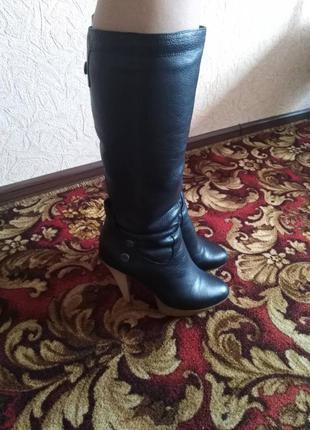 Carvari сапоги зимние натуральная кожа.фирминные сапоги .мех черный .39 размер.женщины.