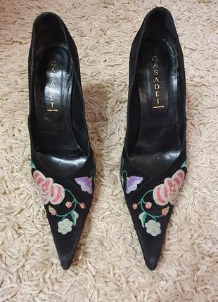 Туфли натуральные с вышивкой италия