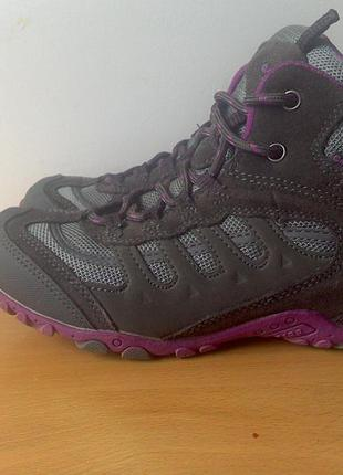 Ботинки нi -tec  р. 34  длина стельки 22 см.