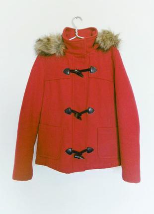 Яркое пальто с капюшоном bershka