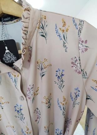 Шикарное нежное бежевое платье миди под пояс в цветок цветочек шифоновое шифон