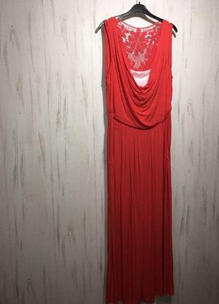 Красное трикотажное длинное платье