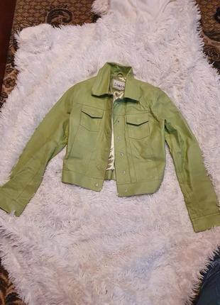 Пиджак из экокожи .