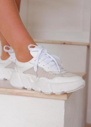 Кросівки жіночі з натуральної шкіри.