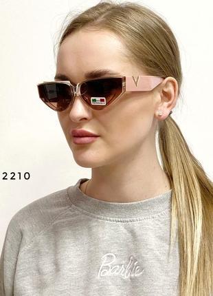 Трендові сонцезахисні окуляри в рожевій оправі к. 2210