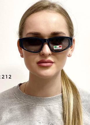 Модні сонцезахисні окуляри в зеленій оправі к. 2212