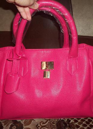 Малиновая сумочка стильный аксессуар в вашем гардеробе