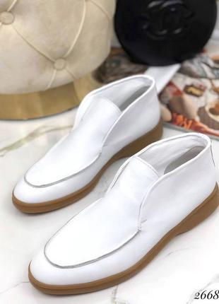 Туфли лоферы кожаные белые