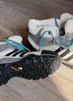 Женские зимние ботинки adidas размер 8,5 ( наш 38,5 или 39)