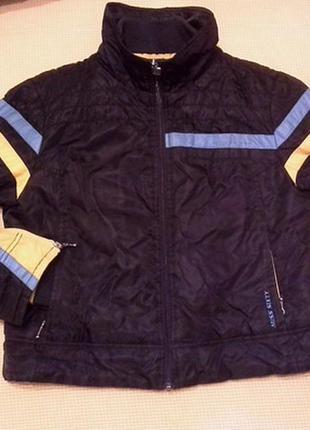 Демисезонная куртка черного цвета в спортивном стиле.  miss sixty.