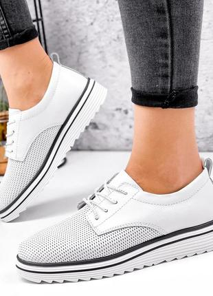 Женские туфли из натуральной кожи с перфорацией