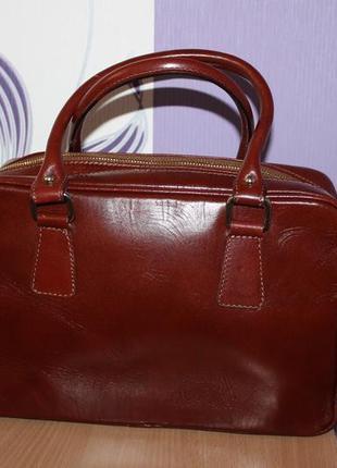 Стильная кожаная сумка lavorazione artigianale италия