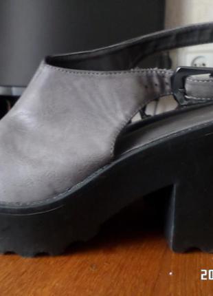Класснючие,серые туфельки,новые не подошел размер