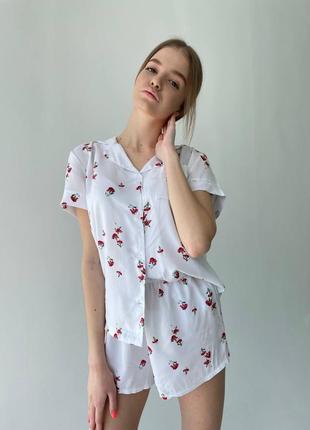 Пижама белая в красный цветок