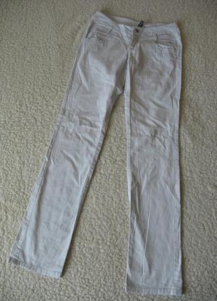 Светлые брюки divided