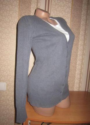 Брендовый свитер на пуговицах 46-48 м-л размера