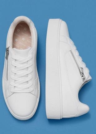 Новые белые кроссовки bershka lace-up platform sneakers with zip detail