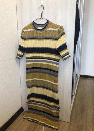 Трикотажное платье свободного прямого кроя в рубчик