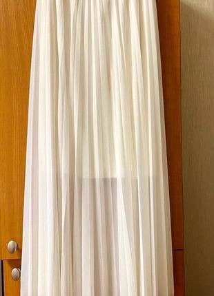 Новая плиссированная юбка, молочного цвета.