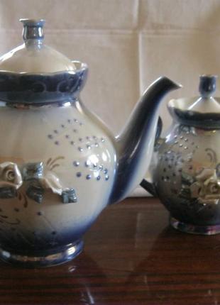 Набор красивых чайников с лепкой