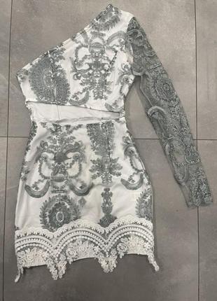 Красивое нарядное платье prettylittlething