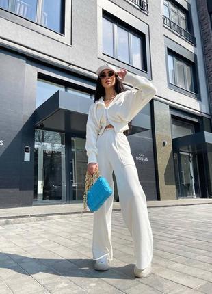 Спортивный костюм белый широкие штаны топ и худи на молнии