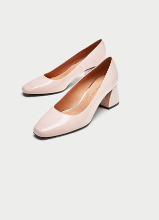 Лакированные туфли на среднем каблуке zara
