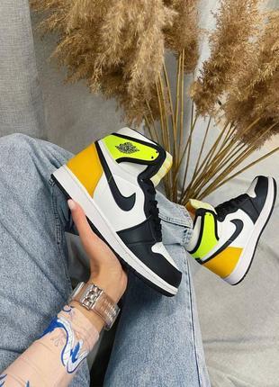 Кожаные яркие кроссовки женские