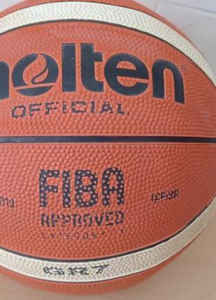 Фирменный  мяч.
