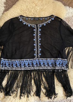 Сетка с бахромой и вышивкой