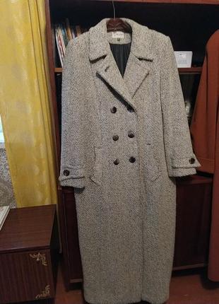 Шикарное демисезонное пальто, размер 52.