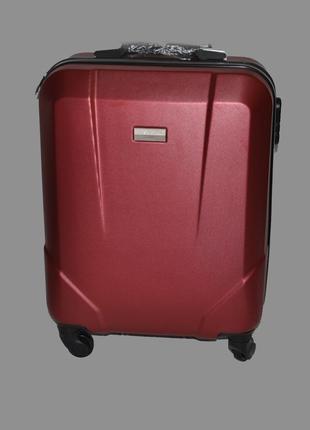 Стильный маленький бордовый чемодан perfect line