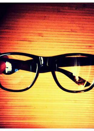 Имиджевые очки нулевки в черной оправе в наличии