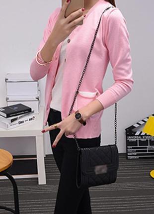 Розовый светлый кардиган на пуговицах с карманами теплая вязаная кофта с вырезом