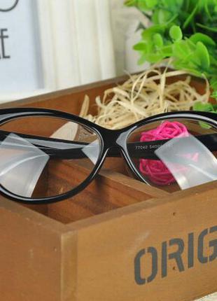 Имиджевые очки cat eye в черной оправе в наличии
