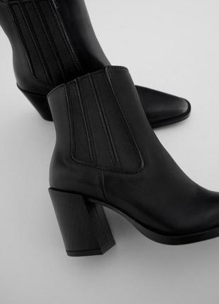 Кожаные полусапоги на каблуках.